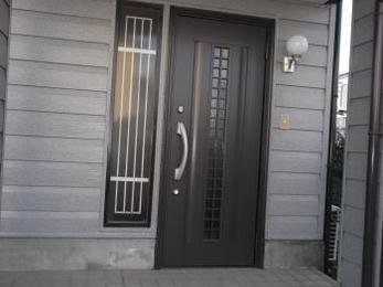 リシェントで玄関ドアが新しく生まれ変わり大満足です。