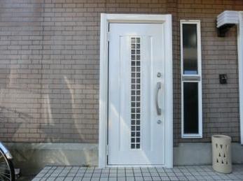 玄関が変わると家のイメージが変わり、大変満足です。
