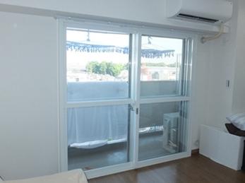 内窓設置により、すき間風が入ることはなくなりました。光熱費も節約できそうですね。